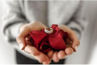Jak dobrać rozmiar pierścionka bez wychodzenia z domu?